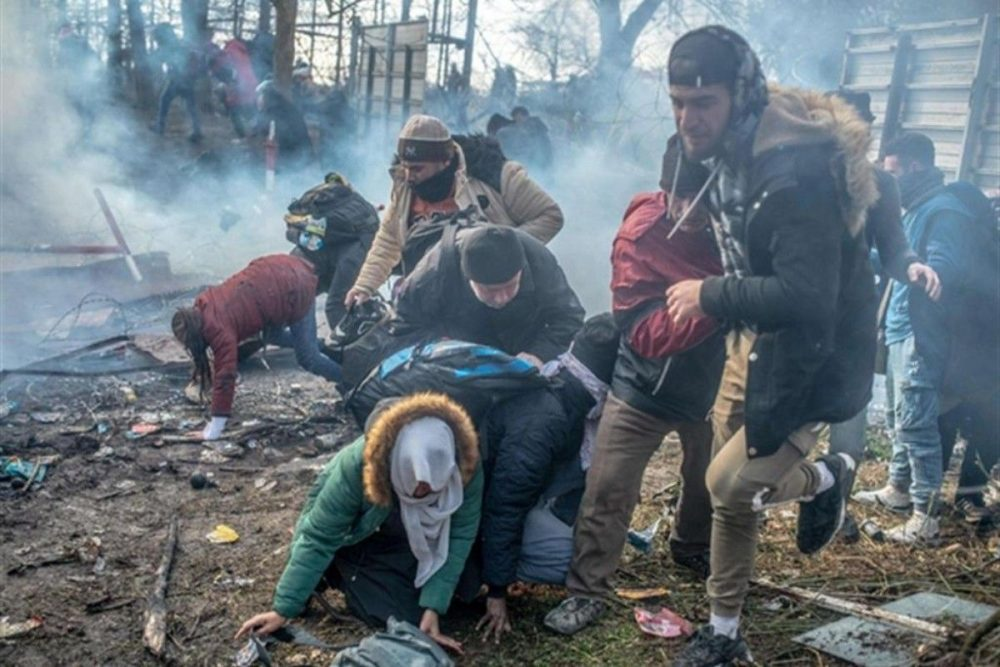 Grecia: lacrimogeni contro i profughi