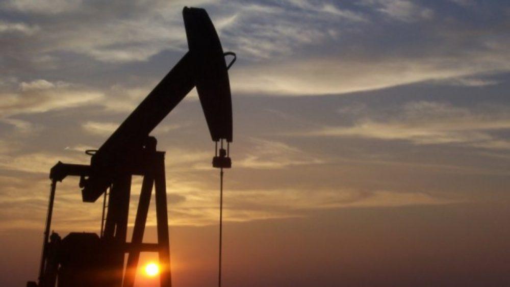 petrolio: crollo del prezzo a -37 dollari al barile