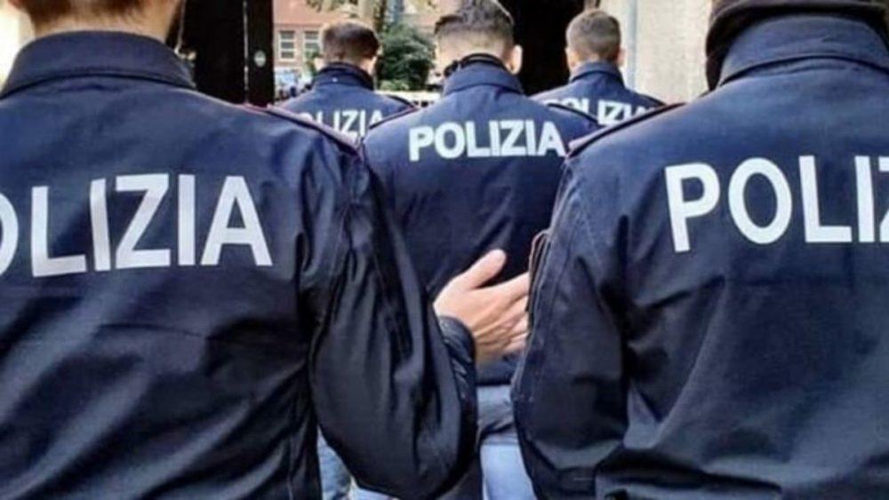 Milano: un uomo manda 4 agenti in ospedale e torna subito libero