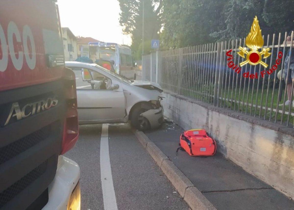 Malnate, auto contro muro